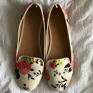 🌺Old Navy Floral Flats🌺